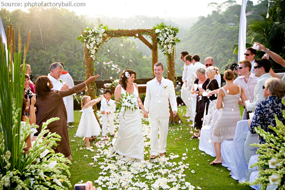 If Its A Great Day For Wedding Then Picnic Let Your Guests Dress Down Bit The Reception And Come Clad In Breezy